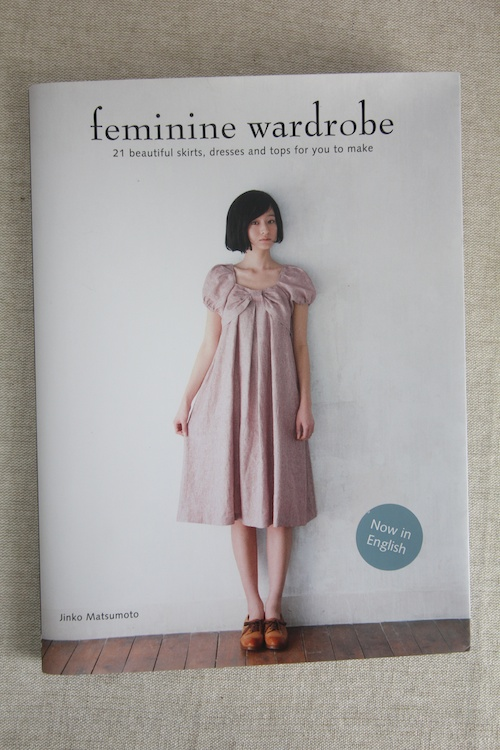 Book Review – Feminine Wardrobe – Now in English